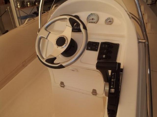 Foto puente de mando Pacific Craft 500 Espadon